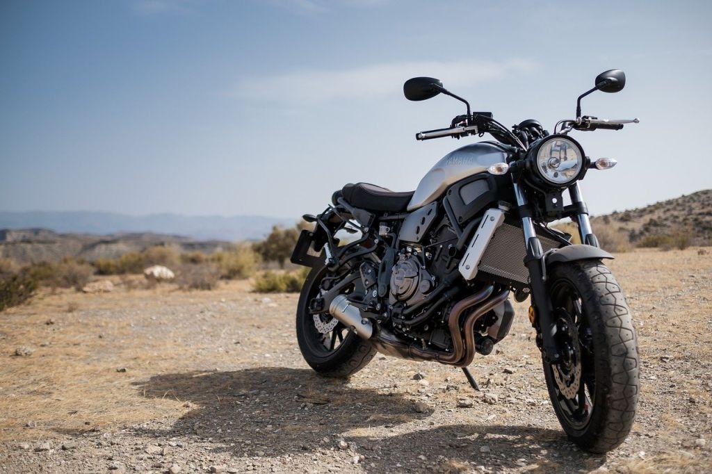 moto noir grise